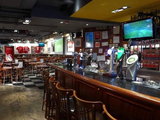 Gastro pub sports bar 2063 bielat santore company - Registered interior designer georgia ...